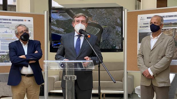 EL PUERTO DE SEVILLA ESTUDIA LAS MAREAS PARA PODER ACOGER BARCOS DE 8 M. DE CALADO